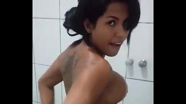 Larissa Franca – Banho Gostoso